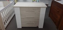 Poppy Roberts Arizona Chest Drawers ( pick up only) please contact us for a freight cost